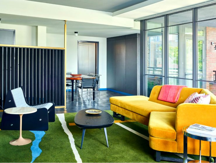 Commune Mid-Century Modern Design Project Ace Hotel Chicago | They used bright and vibrant modern furniture in a nod to the city's architectural background. #hoteldesign #interiordesign #midcenturydesign #moderndesign Mid-Century Modern Commune Mid-Century Modern Design Project: Ace Hotel Chicago feature 740x560