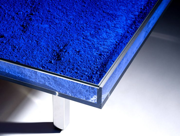 Yves Klein Creates an Outstanding Coffee Table Design | Yves Kleinwas the most influential, prominent, and controversial French artist to emerge in the 1950s. #coffeetable #centertable #interiordesign #homedecoration coffee table design Yves Klein Creates an Outstanding Coffee Table Design featured 2 740x560
